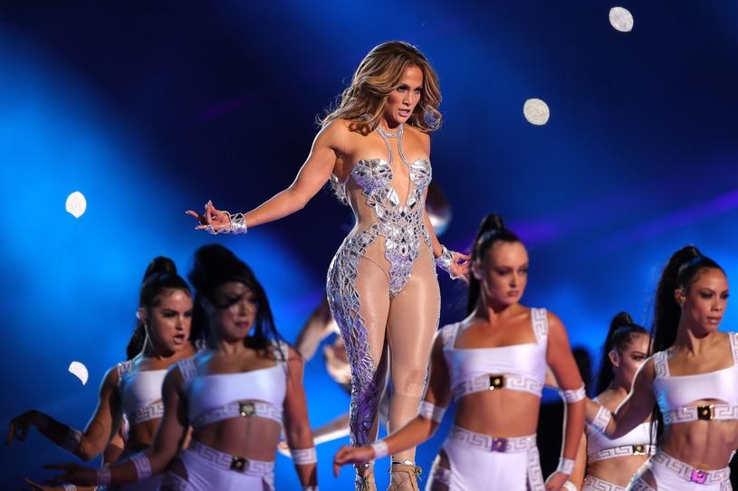 Jennifer Lopez zrobiła niezwykłe wrażenie podczas mistrzostw Super Bowl. Sprawdź czy znasz największe przeboje wokalistki!
